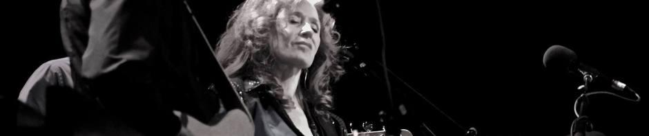 Bonnie Raitt - Featured Photo © 2015 Donna Balancia